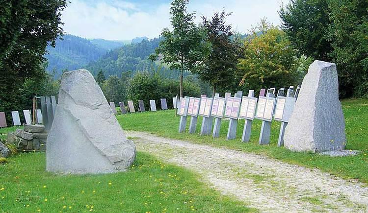 Schautafeln entlang des Themenwegs Granit in St. Martin im Mühlkreis. (© Leader-Region Donau-Böhmerwald)