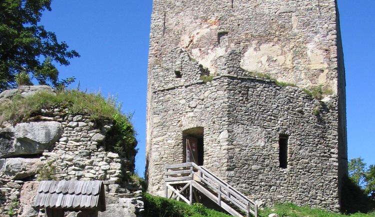 Die Ruine Wittinghausen in Tschechien befindet sich an dieser Route.