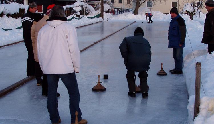 Eisstockschiessen beim Gasthof Staudinger Landeroith (© Gruber Karl)