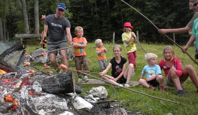 Lagerfeuer, Grillen Alm, Kinder , Buernhof, Traktor