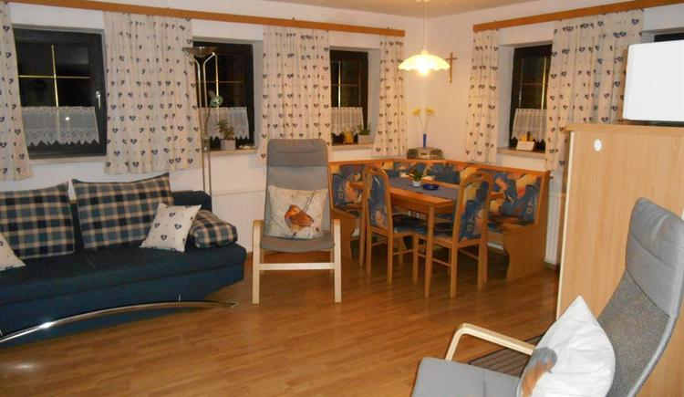 Wohnküche mit gemütlicher Sitzecke (© Ferienwohnung Burgi)