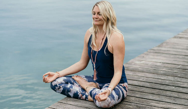 Morgen Yoga am See (© Michis Yoga)