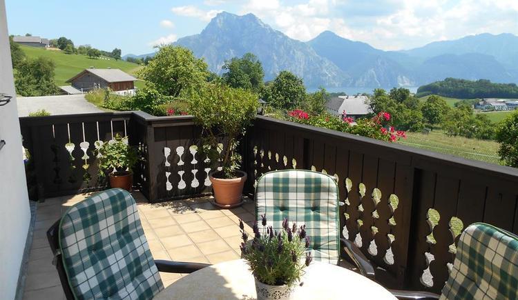 Terrasse mit Traunsteinblick (© Ferienwohnung Burgi)