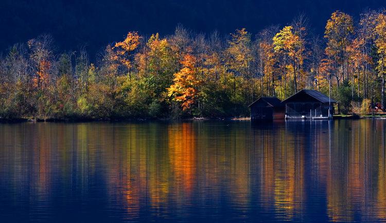 Ruhiger Herbst am Hallstättersee