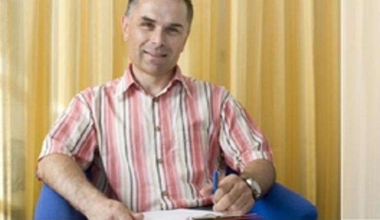 Dr. Adrian Kamper