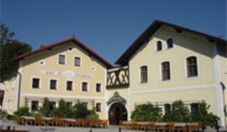 Der Weinbeißer ist Kirchenwirt in Freinberg.\nEin besonders schöner Gastgarten mit alten Kastanienbäumen mit einem grandioser Rundblick in den Bayerischen Wald lädt zu Grillspäzialitäten und heimischen Speisen und Getränken ein.
