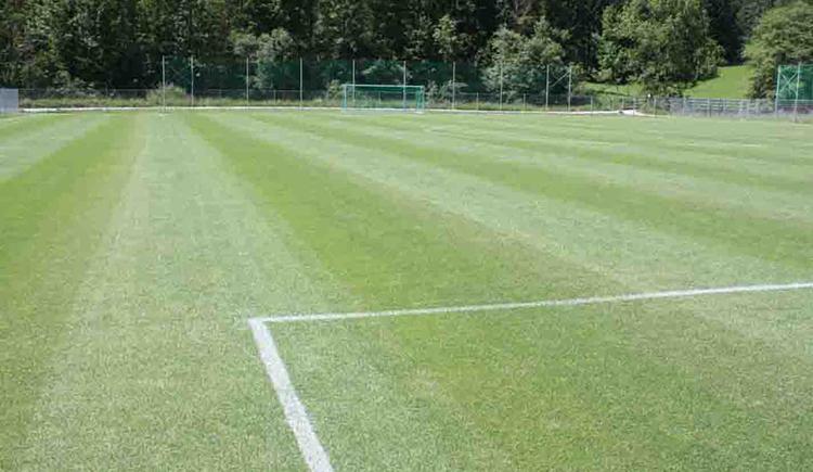 Rasen am Fußballplatz Hinterstoder (© Gemeidne Hinterstoder)