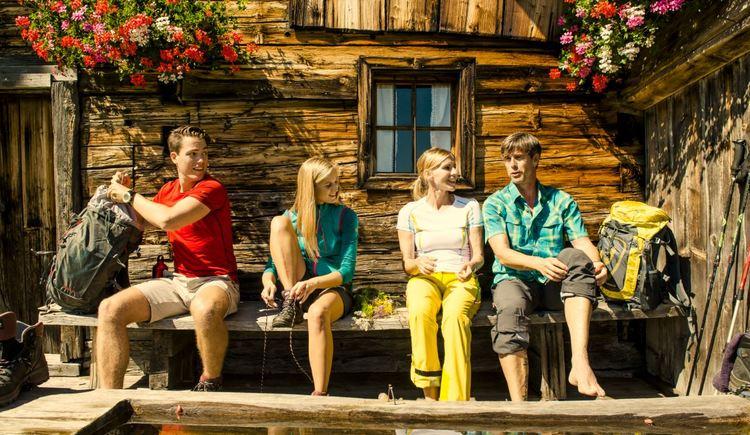 Gruppe vor Hütte (© Fuschlsee Tourismus/Erber)