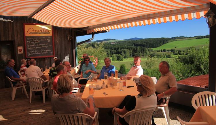 Sonnenterrasse im Golf- und Landhotel Anetseder, Raßbach, Thyrnau, Passau, Golfhotel, Golfen. (© Leonhard Anetseder)