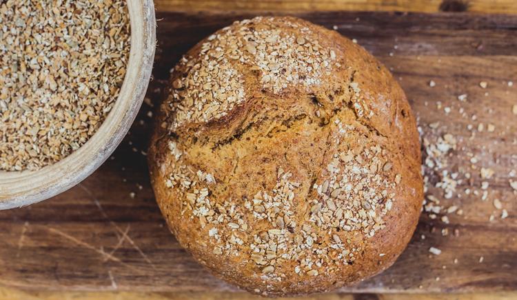 bread, corns in a bowl\n