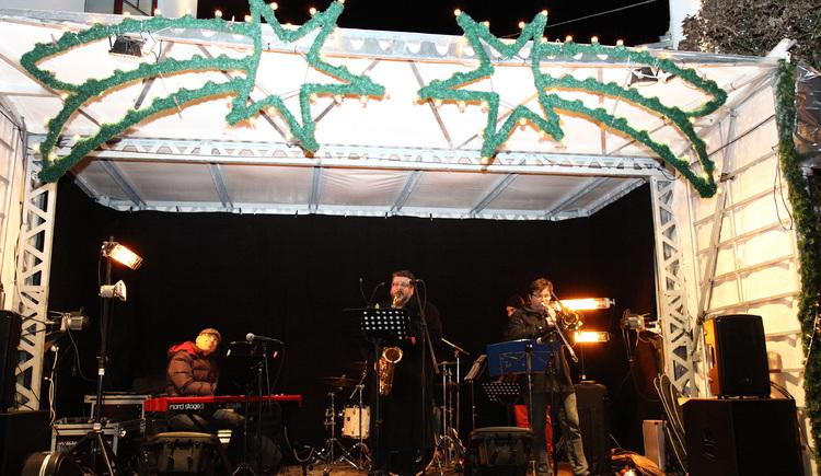Swing-Gruppe mit modernen und klassischen Weihnachtsliedern - neu arrangiert. (© www.gemeindejournal.at)