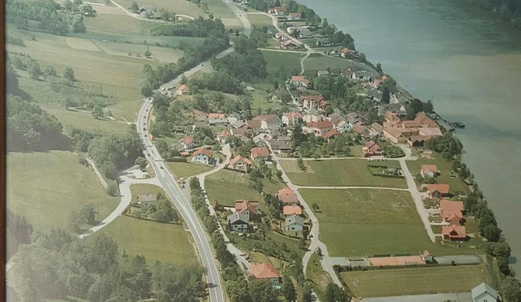 Luftaufnahme von Wesenufer. (© Viehböck Hermann)