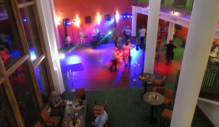 Enjoy a relaxing Dance evening in the Kurzentrum Bad Goisern am Hallstättersee.