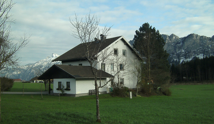 View of the house from behind, in the background the snowy mountains