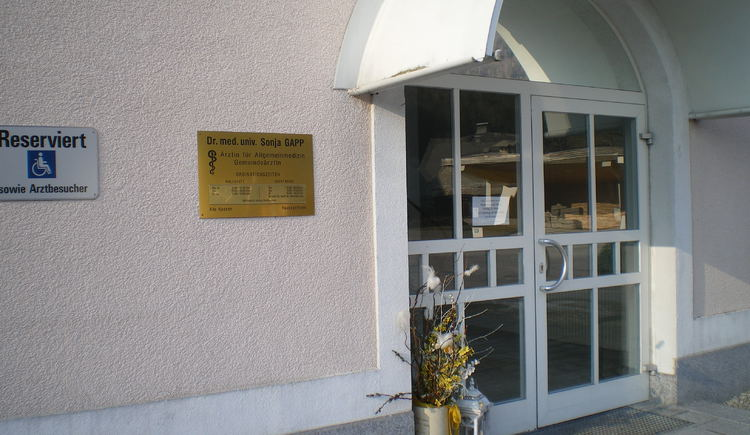 community office - entrance to the doctor
