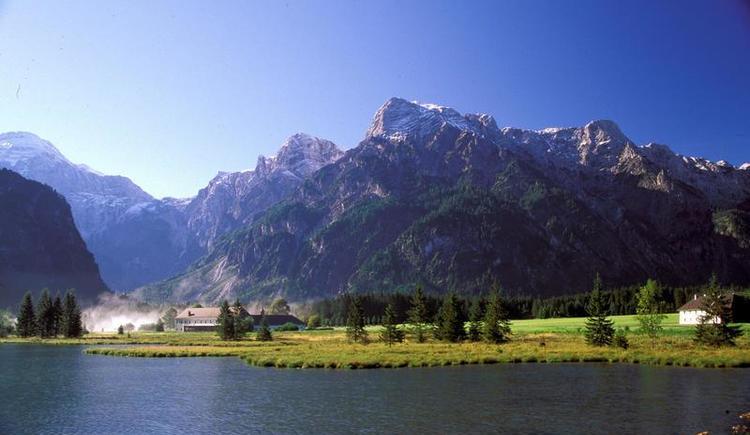 Almsee mit Blick auf das Tote Gebirge