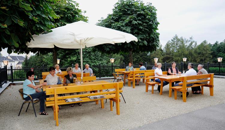 Gasthaus Café Zöpfl in Maria Schmolln - Gastgarten. (© Innviertel Tourismus)