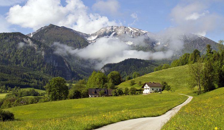 Warscheneckblick mit Themenweg ins Bild (© TVB Pyhrn-Priel/Sulzbacher)