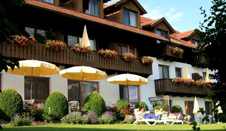 Golf- und Landhotel Anetseder, Liegewiese, Entspannen, Sonne tanken,. (© Leonhard Anetseder)