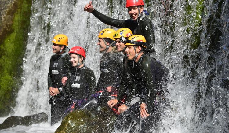 Wer Abenteuer liebt, ist beim Canyoning mit der Firma Outdoor Leadership genau richtig. Spaß und Action ist hier garantiert. (© ©Heli Putz)