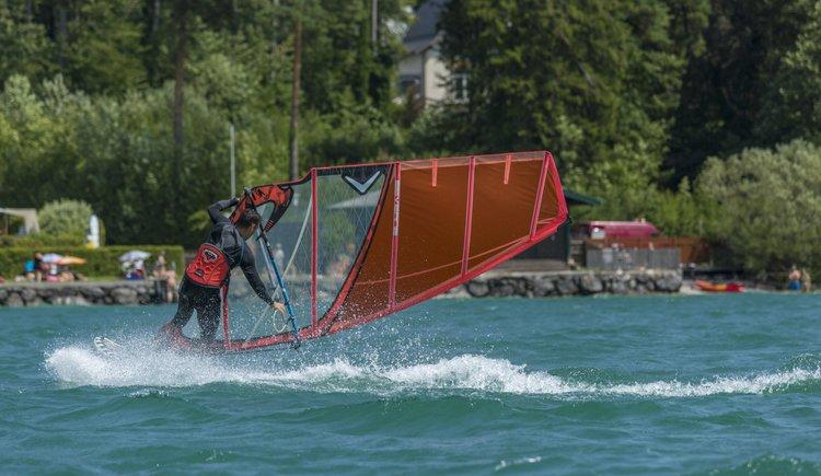 Sportcamp Raudaschl - Surfer im Wind. (© Sportcamp Raudaschl Mirjah Geh)
