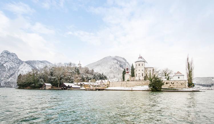 Halbinsel Traunkirchen mit Kloster im Winter. (© © www.traunseehotels.at)