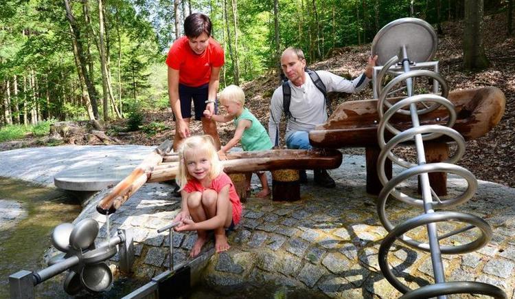 Trattnach-Ursprung-Naturerlebnisweg - Wasserspielplatz