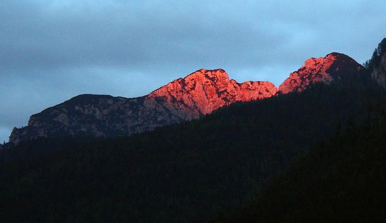 Der Berg Plassen im Sonnenuntergang.