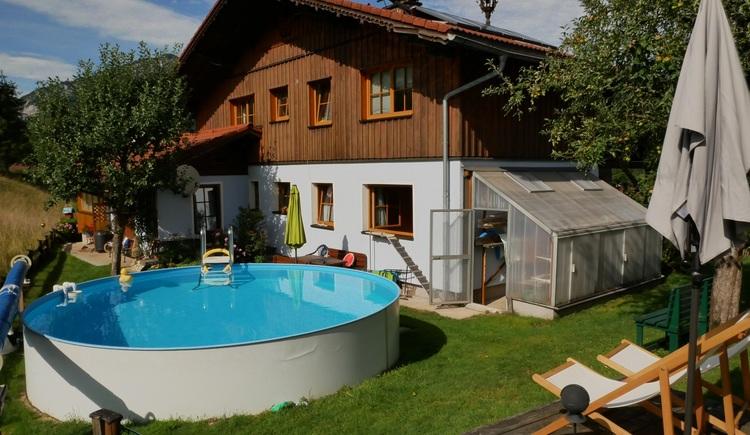 Garten/Pool (© Helga Hummelbrunner)