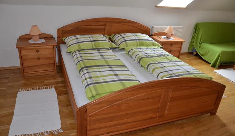 Schlafzimmer 1 (© Bauernhof Obere Wolfsgrub)