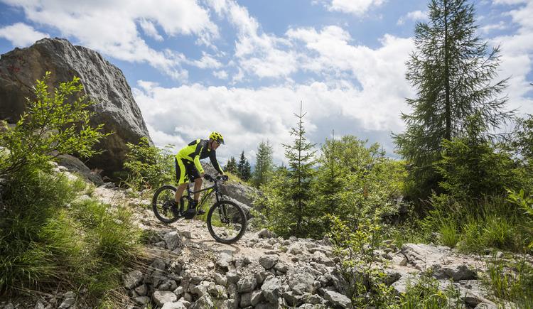 Steinige Abfahrt durch die Zwerchwand in Bad Goisern. (© © KTM Fahrrad)