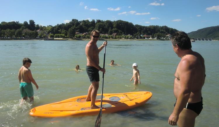 Stand Up Paddling in der Donau (© Faustschlössl Zauner OG)