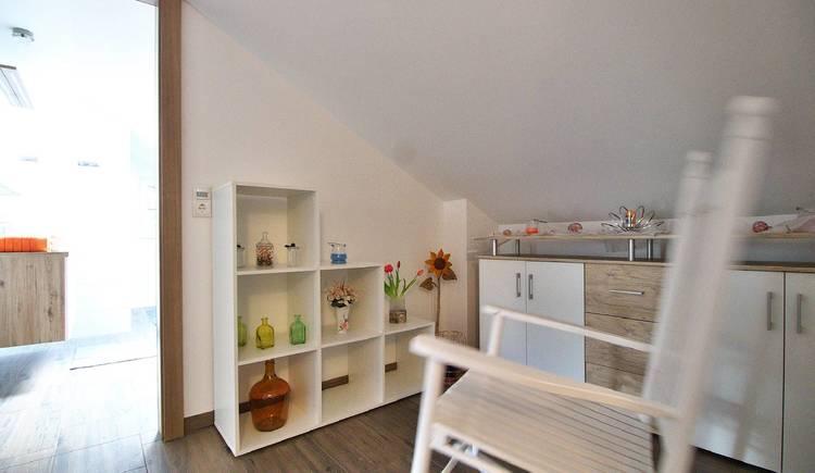 Modern, freundlich eingerichteter Vorraum mit Liebe zum Detail