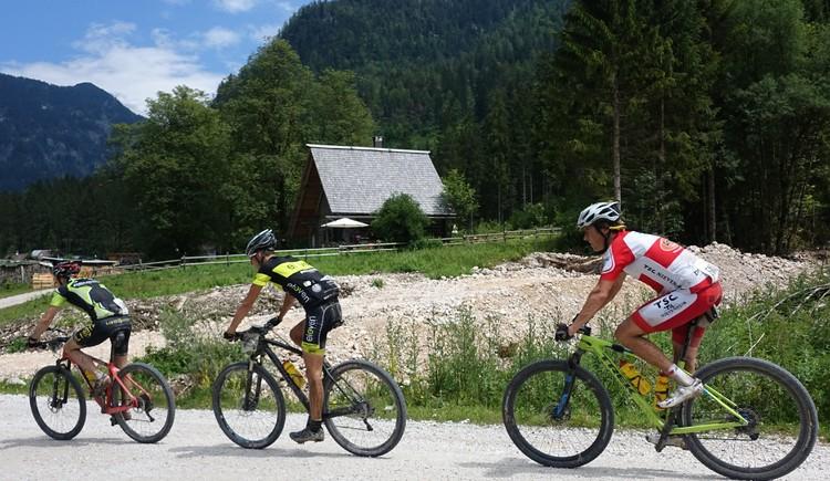 Die Königs-Etappe der Salzkammergut Trophy (2. Juli-Wochenende jedes Jahr) führt direkt bei uns vorbei. (© Knappe / Benesteem)