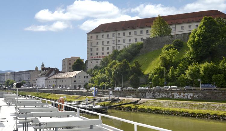 schloss_donau_schiff-linztourismus_bin (© LinzTourismus BIN)