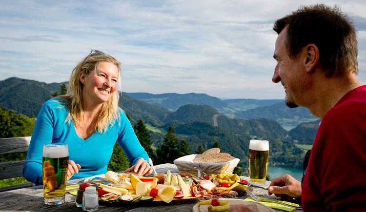 Almjause mit Ausblick (© Fuschlsee Tourismus/Wildbild)