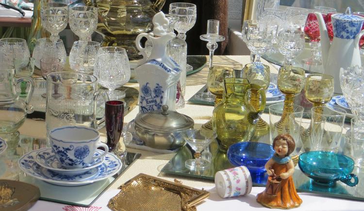 Antiquitäten, Kunst und Krempel beim Antik- und Trödelmarkt