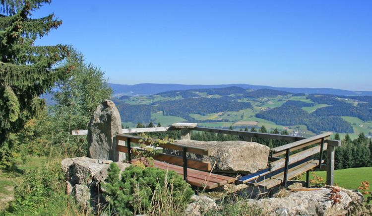 Der Rastplaz mit Tisch und Bänken Hemmerau bei Peilstein, einer der schönsten Rastplätze in der Ferienregion Böhmerwald!