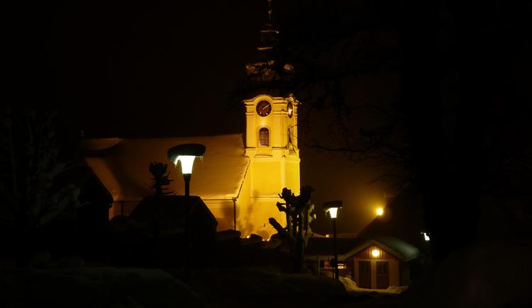 Kirche bei Nacht (© Steinbichler Johannes)