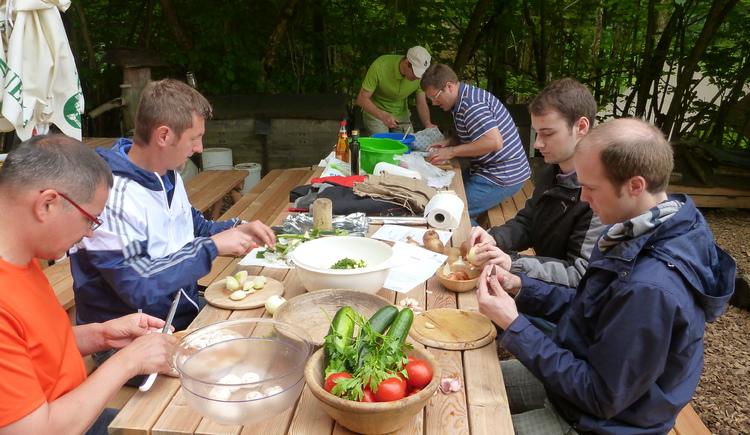 Gemeinsam Lebensmittel zubereiten