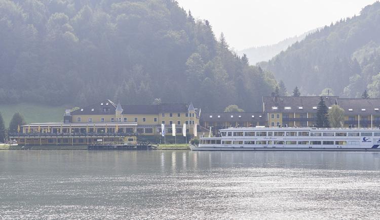 Außenansicht Hotel Donauschlinge Hotel Donauschlinge, Haibach. (© WGD Donau Oberösterreich Tourismus GmbH-Peter Podpera)