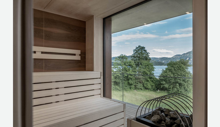 Sauna, view of the lake and the mountains through the large windows