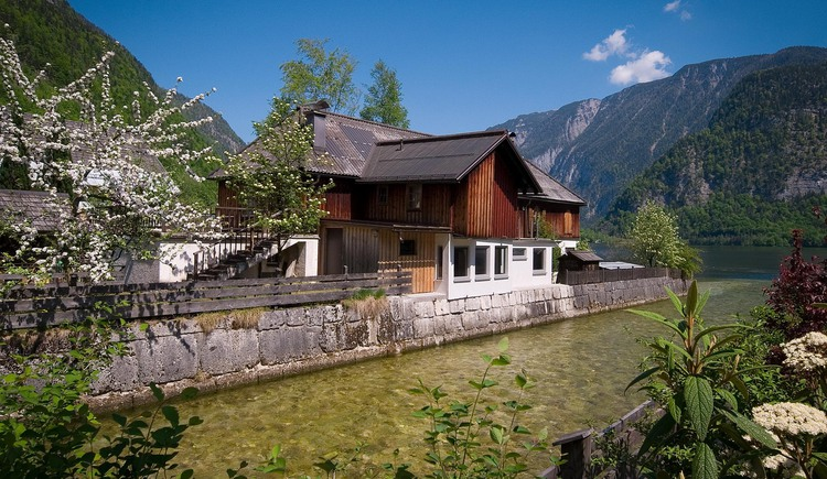 "The ""Loft am See\"" is located directly at Lake Hallstatt"