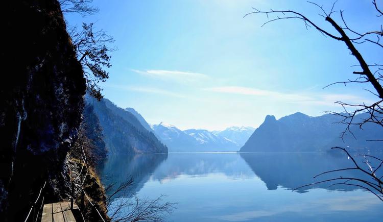 Ein Blick auf das umliegende Gebirge, welches den Traunsee sanft umschließt