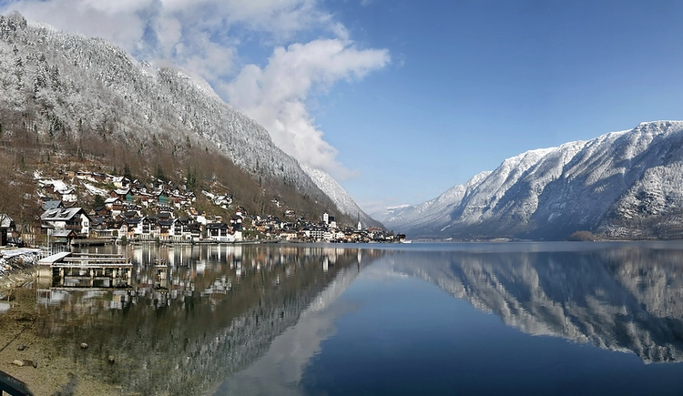 Also in winter you have a beautiful view above the world heritage town Hallstatt and the Lake Hallstatt.