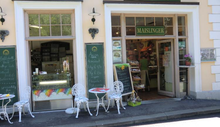 Genießen Sie einen hausgemachten Kuchen in der Bäckerei Maislinger direkt an der Seestraße in Hallstatt.