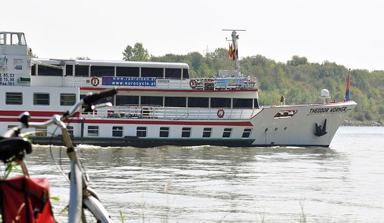 MS Theodor Körner auf Fahrt auf der Donau (© Rad und Reisen - Eurocycle)