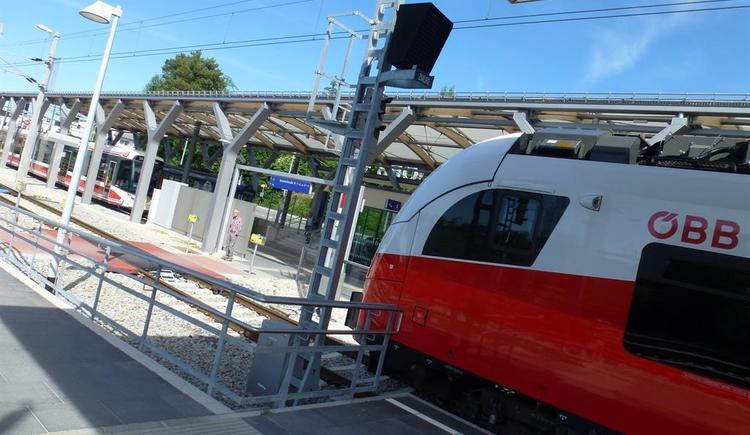 Bahnhof Gmunden mit Tram-Anschluss_P1060815 (© Apartment Heidelinde)
