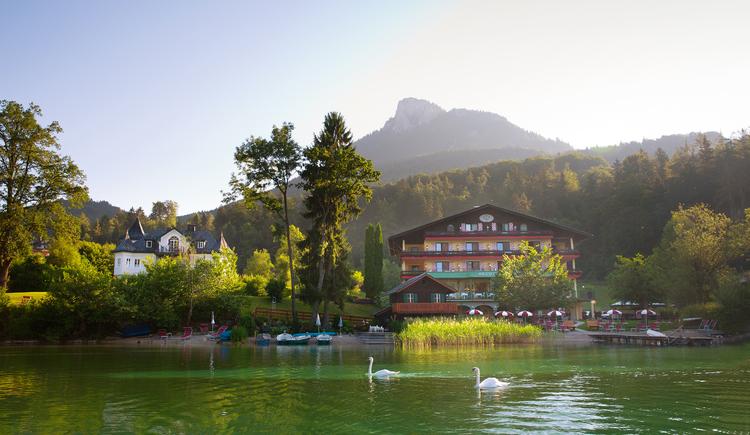 Das Hotel Seewinkel vom See aus. (© Ferstl)