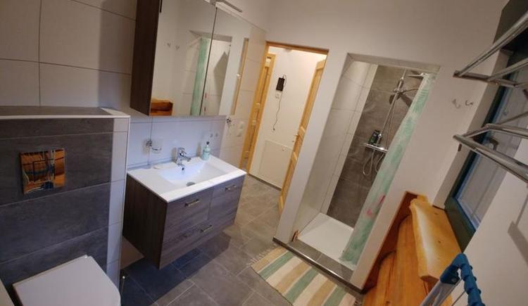 Zwergenhäusl Badezimmer und Waschmaschine (© Kleinehellefort)